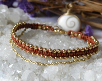 Macrame bracelet with Gold-filled beads and chain - Rust colored