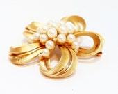 Crown Trifari Pearl Floral Brooch Gold Tone 1960s Trifari Pin Flower Pin Vintage Trifari  60s Jewelry Floral Pin Flower Brooch