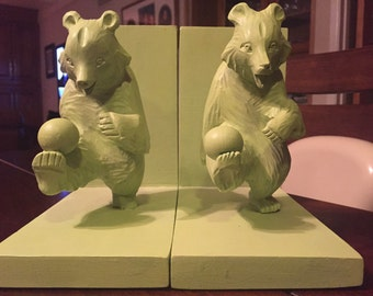 Funky vintage bear bookends.