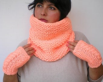 sALMON Set Cowl  and Figerless Glovess Hand Knit Cowl  Set Scarf and GlovesNEW