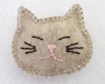 Felt Cat Pin / Brooch in Tan
