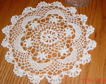 Vintage Doily Classic Round 1970s Crocheted White