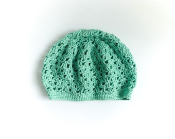 Vintage women crochet hat cap beret / light green celadon seafoam / hippie boho / size medium small