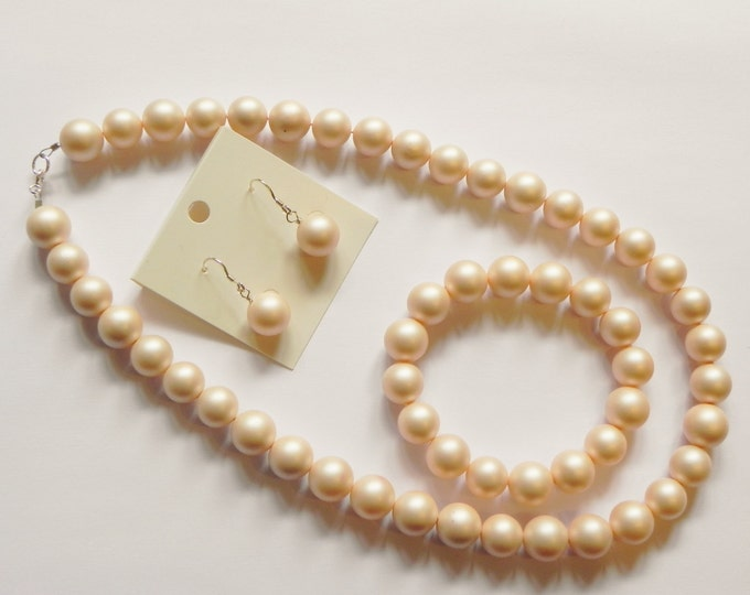 Frosted cream shell pearl necklace, bracelet & earrings set.
