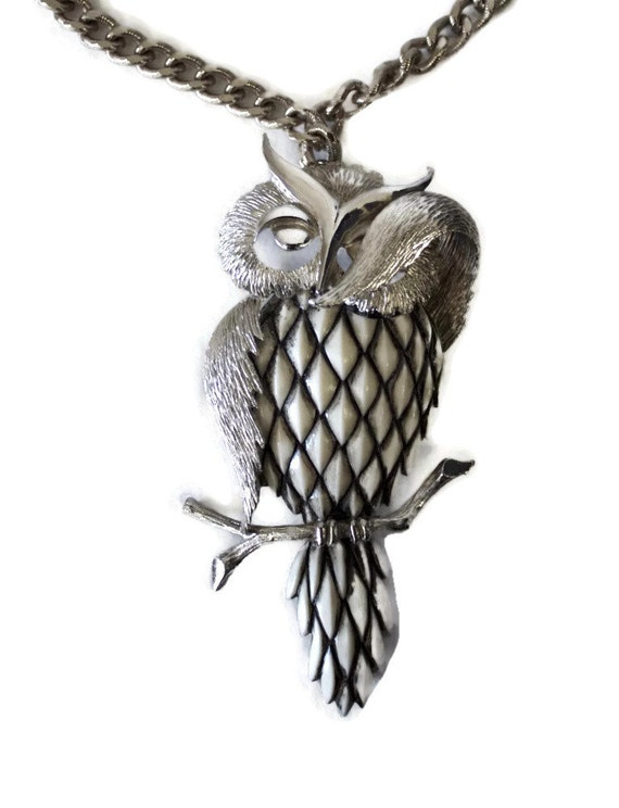 1960s Owl Necklace  1970s Razza Shy Vintage Silver Colored 60s 70s Necklace with Articulating Articulated Owl SIGNED