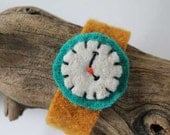4 O'Clock Yellow Felt Watch