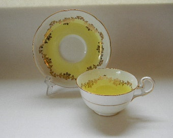 TEACUP, Lovely Vintage Royal Grafton Bone China Teacup