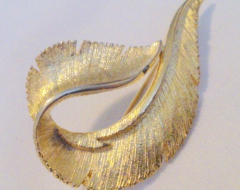 Vintage Sarah Coventry Gold Tone Feather Brooch