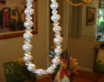 20in Creamy Freshwater Pearls and Crystal necklace
