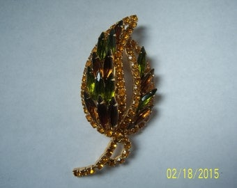 Vintage Signed HOBE' Rhinestones Leaf Shaped Brooch  -  Designed Rhinestones Pin -  Collectible pin -  Designed Vintage Jewelry -  3d Pin