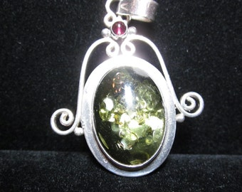 Amber and garnet pendant in silver bezel 86ct