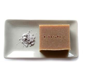 Kuromai (Black rice) and Australian Pure Molasses Facial Soap