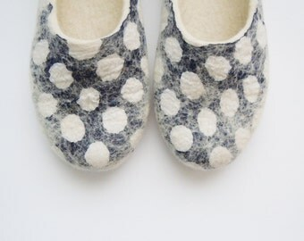 Felted woman wool slippers / house shoes DOTS.