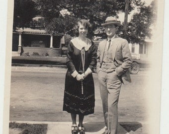 1933 Vintage/Antique photo of a nicely dressed couple