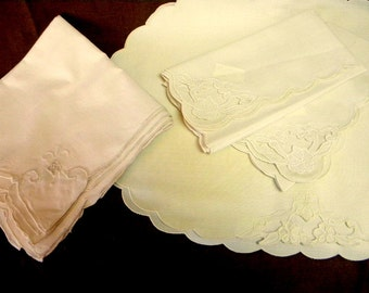 Lot cutwork and embroidered place mats and napkins for trimming sewing projects 11 pieces DESTASH