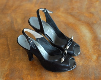 vintage 1950s shoes / 50s black leather peep toe heels / size 5