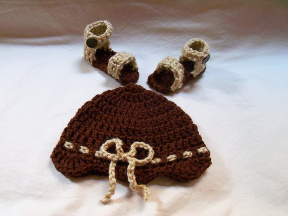 Crochet baby sandals and hat set size 0 to 3 mos - an adorable baby shower gift, available now SquirmyWorms