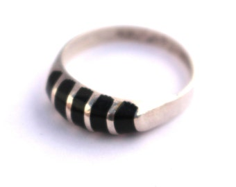 Sterling Silver & Black Onxy Ring  //  Size 6.5