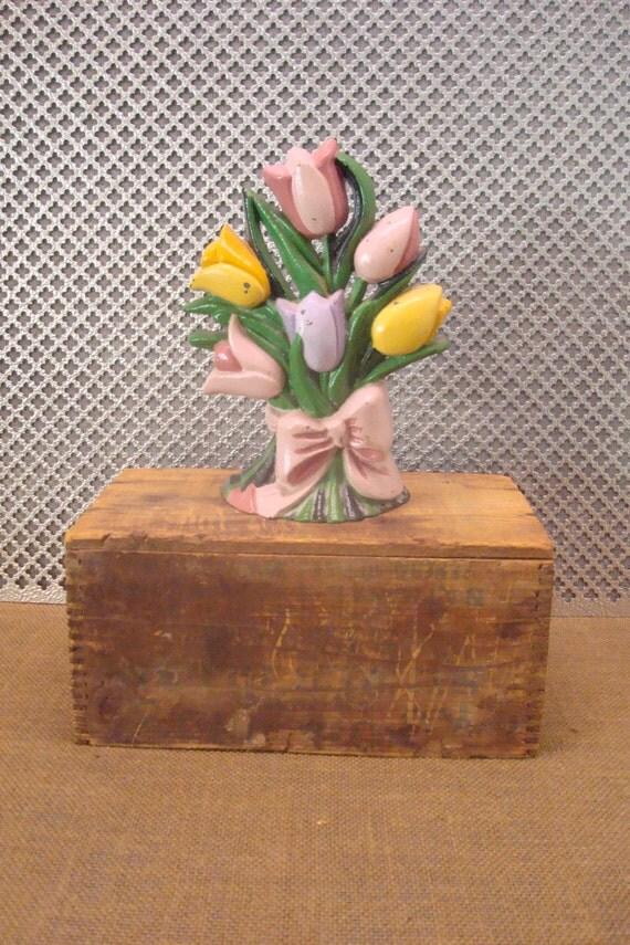 Butoir de porte en fonte fleurs tulipes for Butoir de porte mural