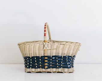 vintage picnic basket, cream and navy with red handle