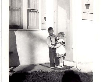 40s sweet BOY & GIRL hold hands on front Porch precious CHILDRENs Vintage Photo