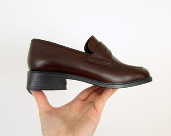 Vintage 1980s Leather Womens Penny Loafer in Brown  Size 6 by Notch Above
