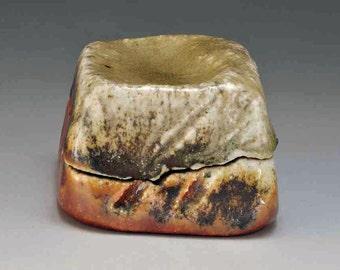 Shigaraki, anagama, ten-day anagama wood firing, with natural ash deposits Incense box, with paulownia box. kogo-18