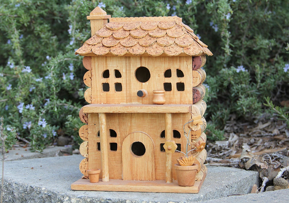 Porch birdhouse wood and wine corks for How to build a birdhouse out of wine corks