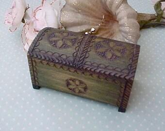 Pretty Vintage Carved Wooden Folk Art Trinket Box