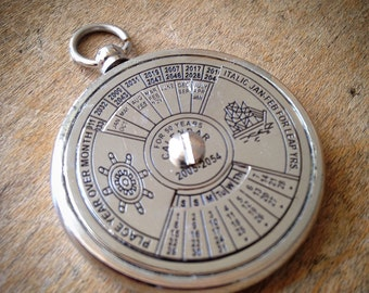 1 - 50 Year Perpetual Calendar Pendant, Silver, Really WORKS, Nautical, Vintage Jewelry Supplies (BA049)