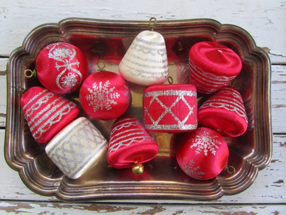 Vintage satin thread ornaments for christmas decoration - set of 10 in red and ivory
