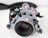 Crochet camera buddy, cheerful photographer friend, focus attention of child, kids baby photography prop, grey mouse