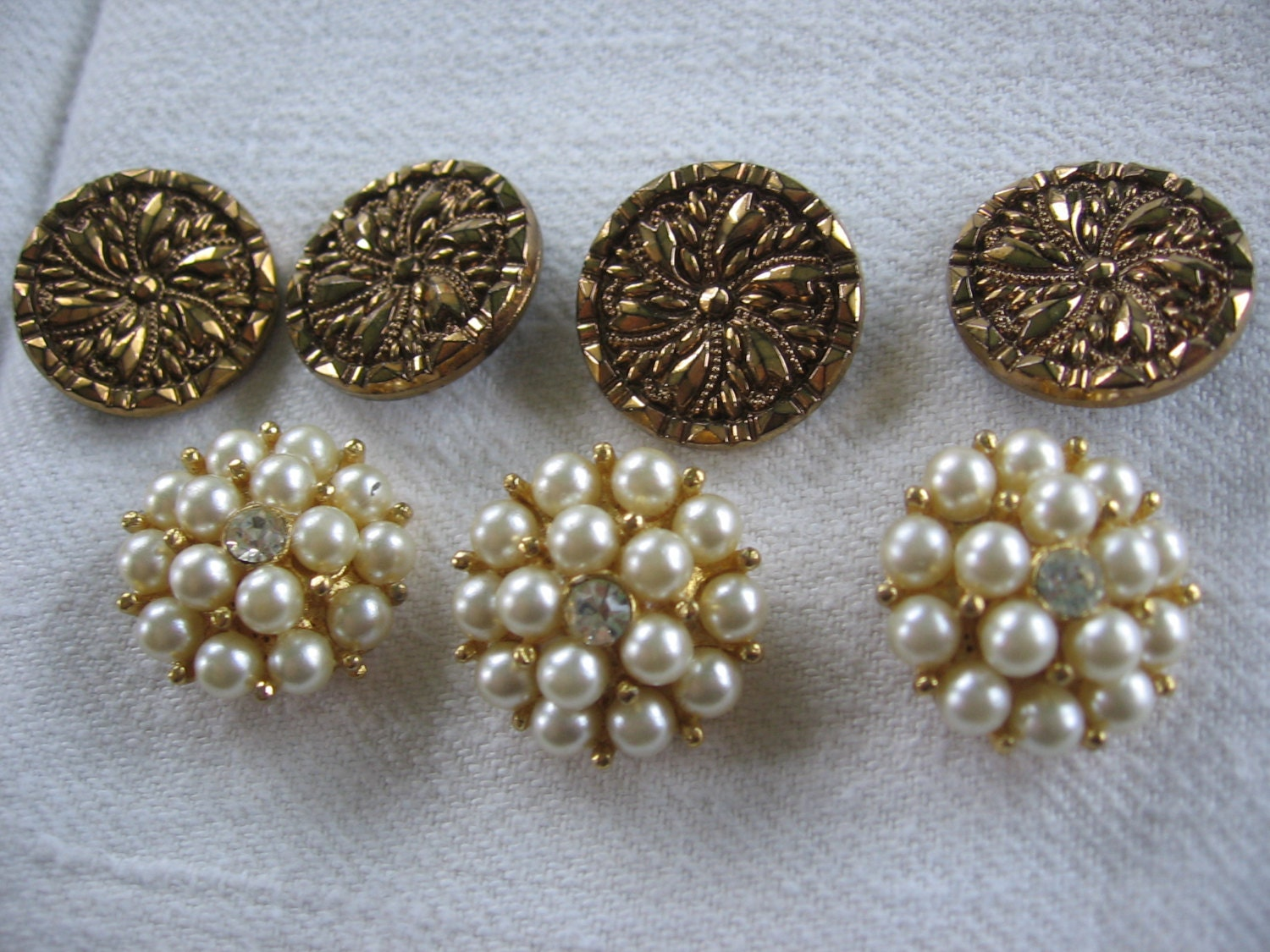 vintage dress buttons sewing buttons three pearl and