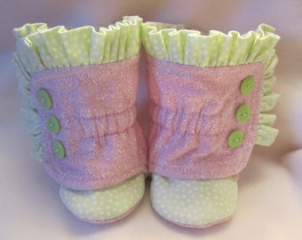 Baby girl's ruffled cotton  booties size 3-6  mos. Lt. Pink and green fleece-lined RTS