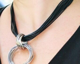 Vintage Silver Metal Circle to Circle Necklace