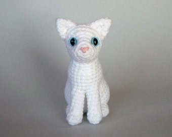 Realistic cat amigurumi: blue eyed white