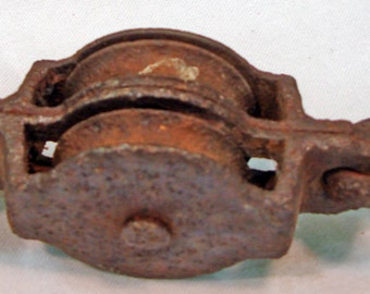 Primitive Antique Cast Iron Double Wheel Pulley Old Rustic Decor Block & Tackle Aged Rusted