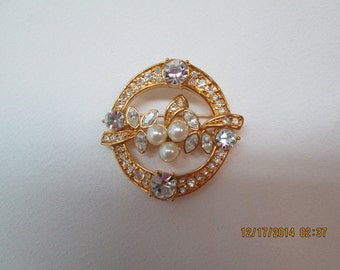Monet pin in gold, pearls, rhinestones
