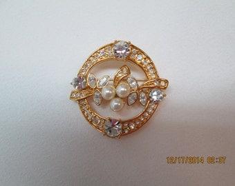 Monet pin in gold, pearls, rhinestones