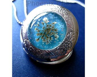 Real Flower Locket White Pressed Flower Locket Sparkly Blue Silver Locket Necklace Vintage Victorian Queen Anne's Lace Pendant Resin Jewelry