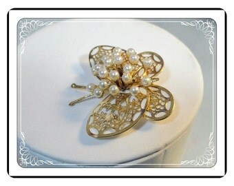Vintage White - Butterfly Brooch - Lacy Goldtone Butterfly Wings   Pin-1153b-042213000