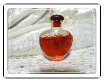 Miniature Perfume Bottle - Vintage Heart Shaped Vanity Collectible PF1925a-032313000