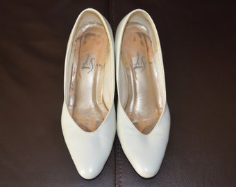 White Heels, Women's Shoes Size 4.5, White Leather Shoes, Lifestride Ladies' Vintage Slip On Shoes, Leather Pumps