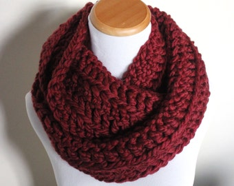 THE LYNX - Chunky Infinity Scarf, Wool Blend, Crochet Infinity Scarf / Ruby Red