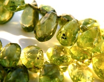 Peridot Gemstone Briolette. Faceted Pear Briolette Green Birthstone Semi Precious Gemstone Briolette. 5-6mm. 6 Bead Strand