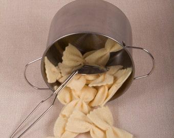 Farfalle pasta Felt, packet of 16 pasta - felt food toy - Filomenn