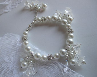 White Pearl Bridal Bracelet Flower Bracelet Spring Wedding White Wedding