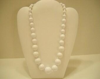 "Vintage 18"" Graduating Plastic Beaded Necklace (2265)"