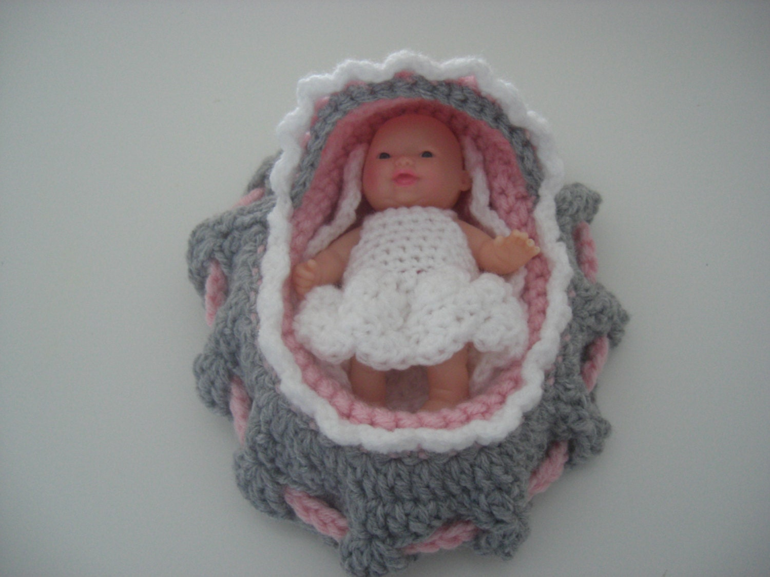 Rilakkuma Amigurumi Pattern English : Crocheted Cradle Purse 5 Doll Blanket grey-pink-white