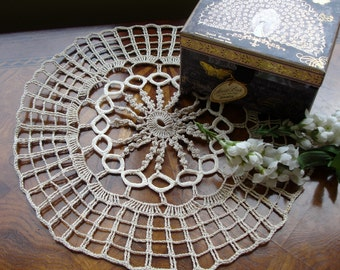Italian Hand Crocheted Vintage doily 1940s, 12 inches round, Home decor, Vintage decor, European